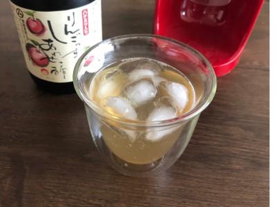 息子が大好きなリンゴ酢のソーダ割り。お酢は体にいいので、ジュースを飲むより安心です(笑)