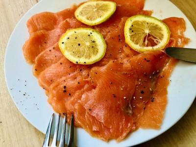 美味しいから、レモンと黒胡椒だけで材を味わって。