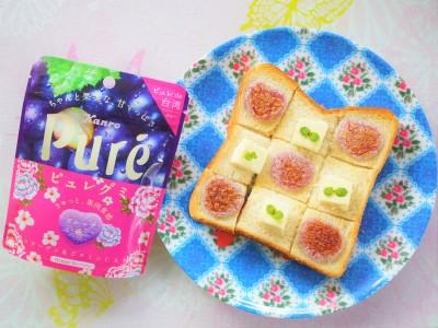ピュレグミをパンに乗せて焼けばカラフルで可愛いグミトーストに!