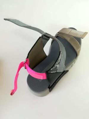 アッパーとバッグに3つのベルクロがあり、フォールド感を調整できます